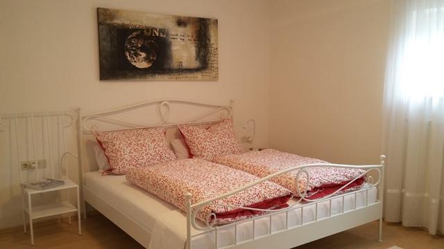 Das gemütliche und neu eingerichtete Schlafzimmer.